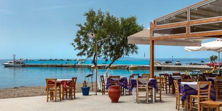 Längs strandpromenaden i Plakias finns det gott om tavernor.