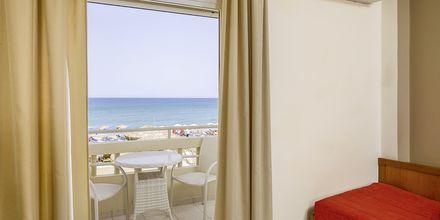 Dubbelrum med havsutsikt på hotell Platanias Mare i Platanias, Kreta.