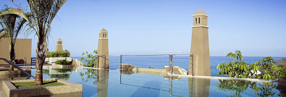 Poolen på hotell Playa Calera på La Gomera, Kanarieöarna.