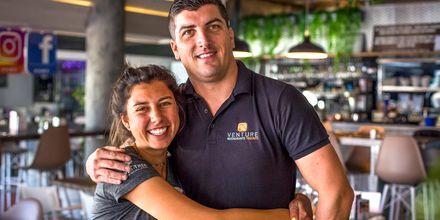 Slå dig ner vid någon av barerna och caféerna i Playa de las Americas på Teneriffa.