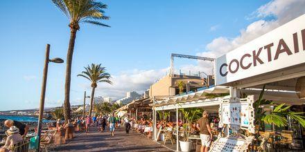 Vid strandpromenaden i Playa de las Americas finns det gott om restauranger.