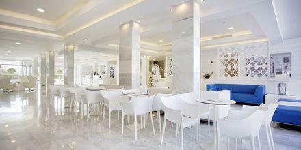 Lobby på hotell Playa de Muro Suites Mar Hotels i Alcudia på Mallorca.