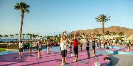 Starta dagen med en solhälsning på Playitas Resort