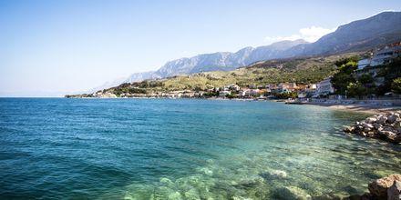 Podgora i Kroatien bjuder på kristallklart vatten i Podgora i Kroatien.