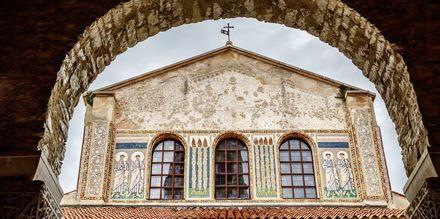 Eufrasiusbasilikan i Porec är byggt under 500-talet, och känt för sina vackra mosaiker.