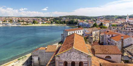 Porec är en liten stad som sticker ut på en landtunga i Adriatiska havet.