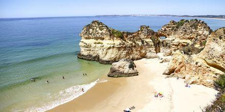 Praia dos Tres Irmas på Algarvekusten.