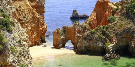 Praia de Joo de Arens vid Portimao på Algarvekusten.