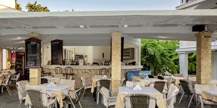 Poolbar på hotell Porto Iliessa i Argassi på Zakynthos.