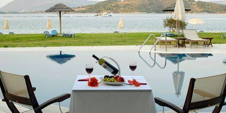 Utsikt från poolområdet på hotell Porto Ligia på Lefkas, Grekland.