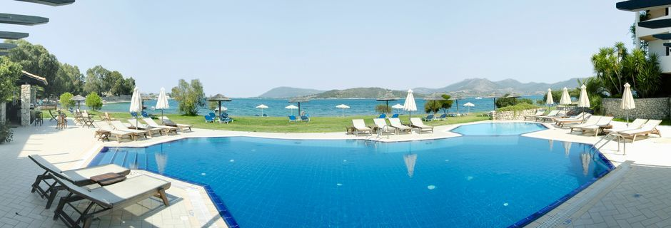 Poolen på hotell Porto Ligia på Lefkas, Grekland.