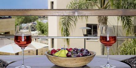 Dubbelrum i etage på hotell Porto Platanias Beach & Spa på Kreta.