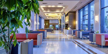 Reception på hotell Porto Platanias på Kreta.