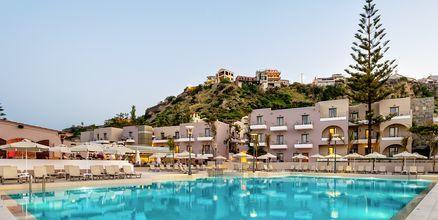 Poolområde på hotell Porto Platanias Village på Kreta.