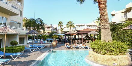 Poolområde på hotell Poseidonia i Ixia, Rhodos.