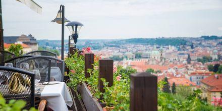 Café med utsikt över Prag.
