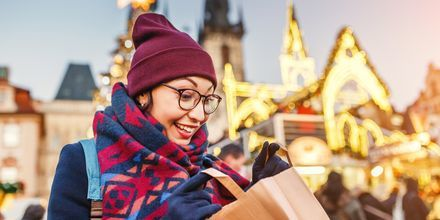 Fynda på julmarknaden i Prag.