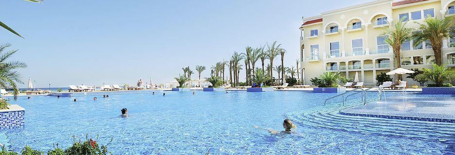 Poolområde på hotell Premier Le Reve Hotel and Spa i Sahl Hasheesh, Egypten.