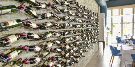 Albanska och internationella viner på Prestige Resort, Durres riviera, Albanien.