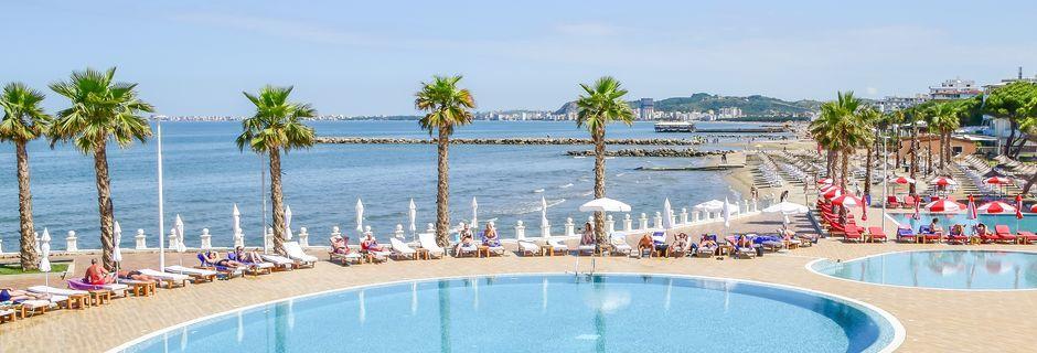 Poolområdet på Prestige Resort på Durres riviera, Albanien.