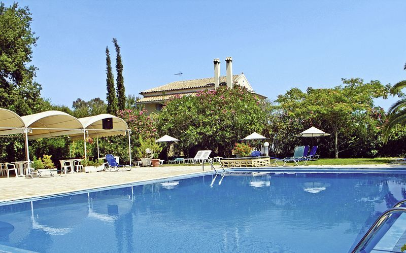 Poolen på hotell Primavera i Dassia, Korfu.