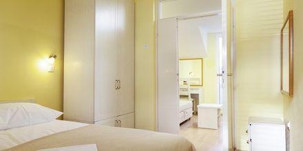 Tvårumslägenhet i etage på hotell Primordia i Podgora, Makarska Rivieran, Kroatien.