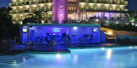 Poolbaren på Princessa Riviera Resort på Samos, Grekland.