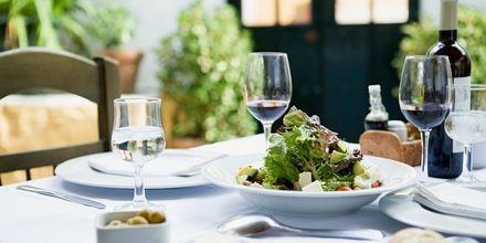 Slå dig ner för en äkta kanarisk middag.