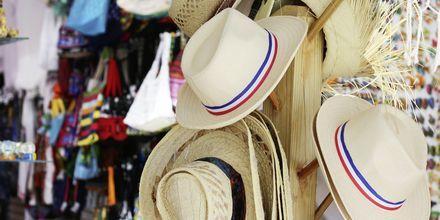 Varje fredagsförmiddag är det marknad i hamnen  i Puerto de Mogán.