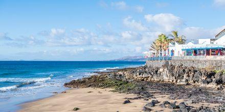Restaurang med utsikt över havet i Puerto del Carmen på Lanzarote, Kanarieöarna.