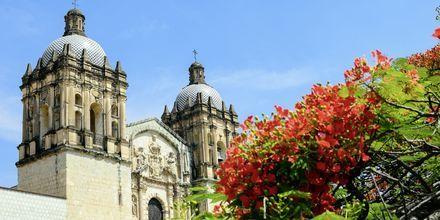 Huvudstaden på Dominikanska republiken, Santo Domingo, har gott om vackra byggnader från renässans- och medeltid.