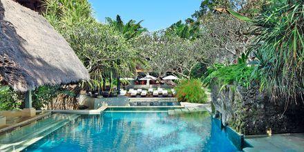 Pool vid  Santrian Club på hotell Puri Santrian i Sanur, Bali.