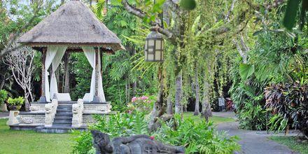 Trädgården på hotell Puri Santrian i Sanur, Bali.