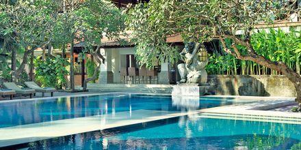 Pool på hotell Puri Santrian i Sanur, Bali.
