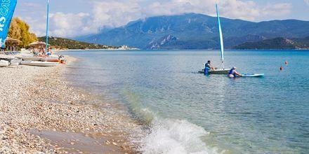 Stranden Mykali Beach i Pythagorion på Samos, Grekland.