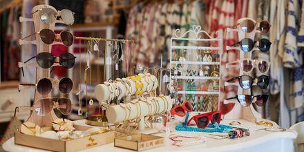 I Pythagorion finns det gott om shopping och souvenirbutiker.
