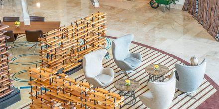 Lobby på hotell Radisson Blu Yas Island i Abu Dhabi.