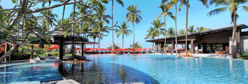 Poolområdet på hotell Ramada Resort Khao Lak i Thailand.