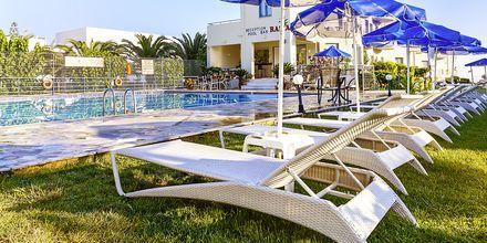 Poolen på hotell Rania i Platanias, Kreta.
