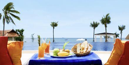 Njut av en god frukost på hotell Rawi Warin i Koh Lanta, Thailand.