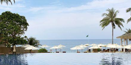 Poolområdet på hotell Rawi Warin i Koh Lanta, Thailand.