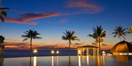 Huvudpoolen på hotell Rawi Warin på Koh Lanta, Thailand.