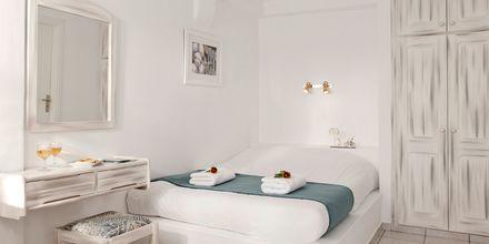 Dubbelrum på hotell Regina Mare på Santorini, Grekland.