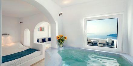 Deluxerum på hotell Regina Mare på Santorini, Grekland.