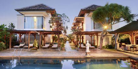 Poolområdet på Respati Beach i Sanur på Bali, Indonesien.