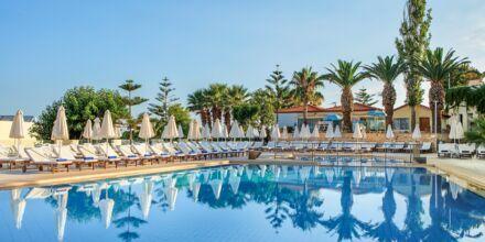 Poolområdet på hotell Rethymno Mare Resort, Grekland.
