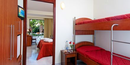 Familjerum med delad pool på hotell Rethymno Mare Resort, Grekland.