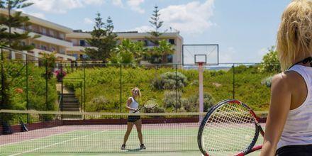 Tennis på hotell Rethymno Palace i Rethymnon på Kreta, Grekland.