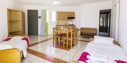 Trerumslägenhet på hotell Rethymno Residence vid Rethymnon kust på Kreta, Grekland.