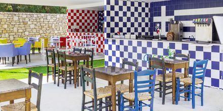 Snackbaren GrEat Restaurant på hotell Rethymno Residence vid Rethymnon kust på Kreta, Grekland.